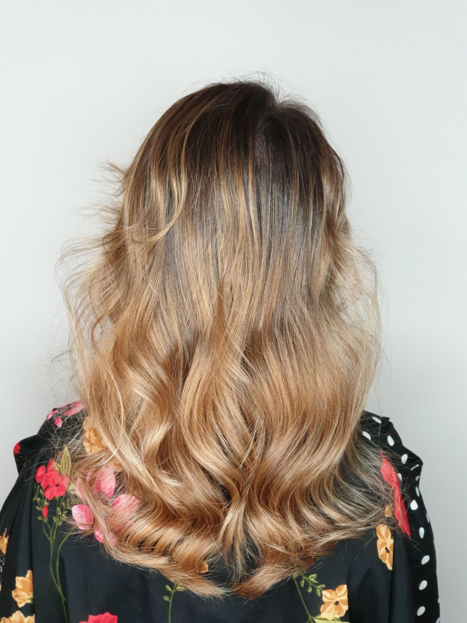 balayage cu efect de sombre pe blond natural