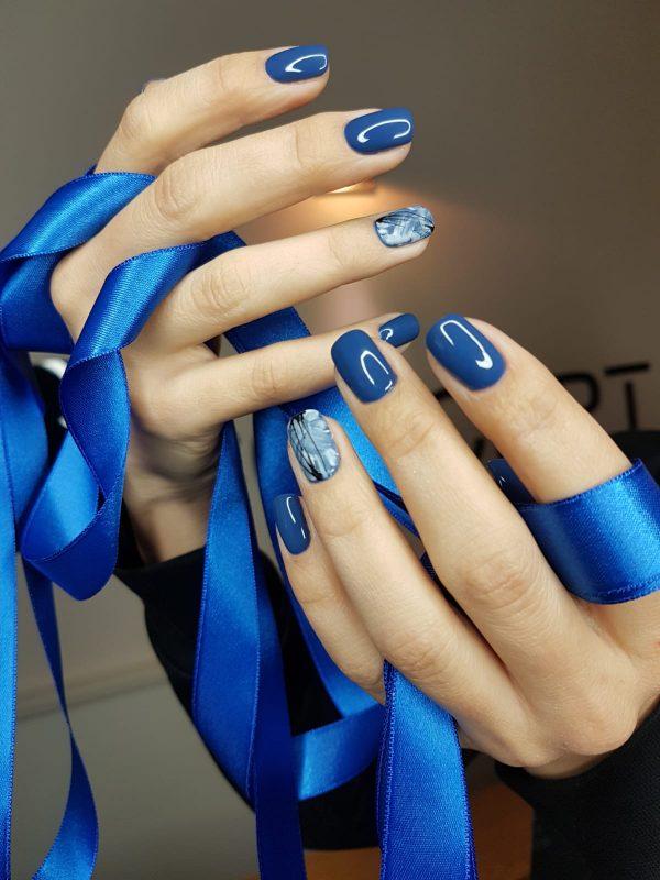 unghii elegante albastre