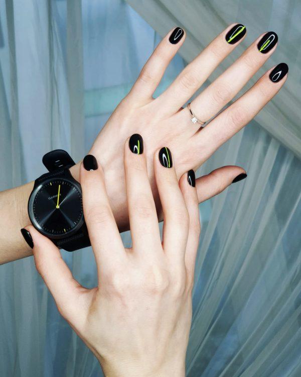 manichiura unghii negre