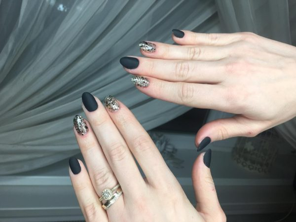 nail art negru