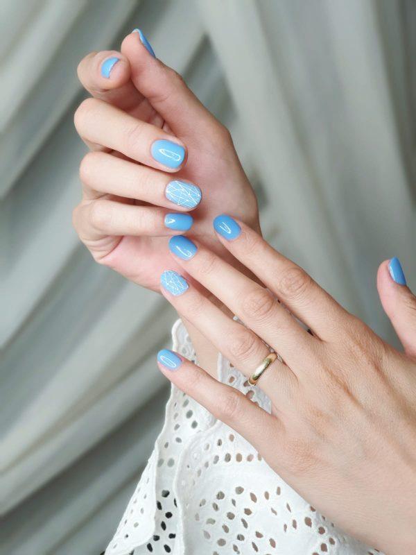 manichiura degrade albastru